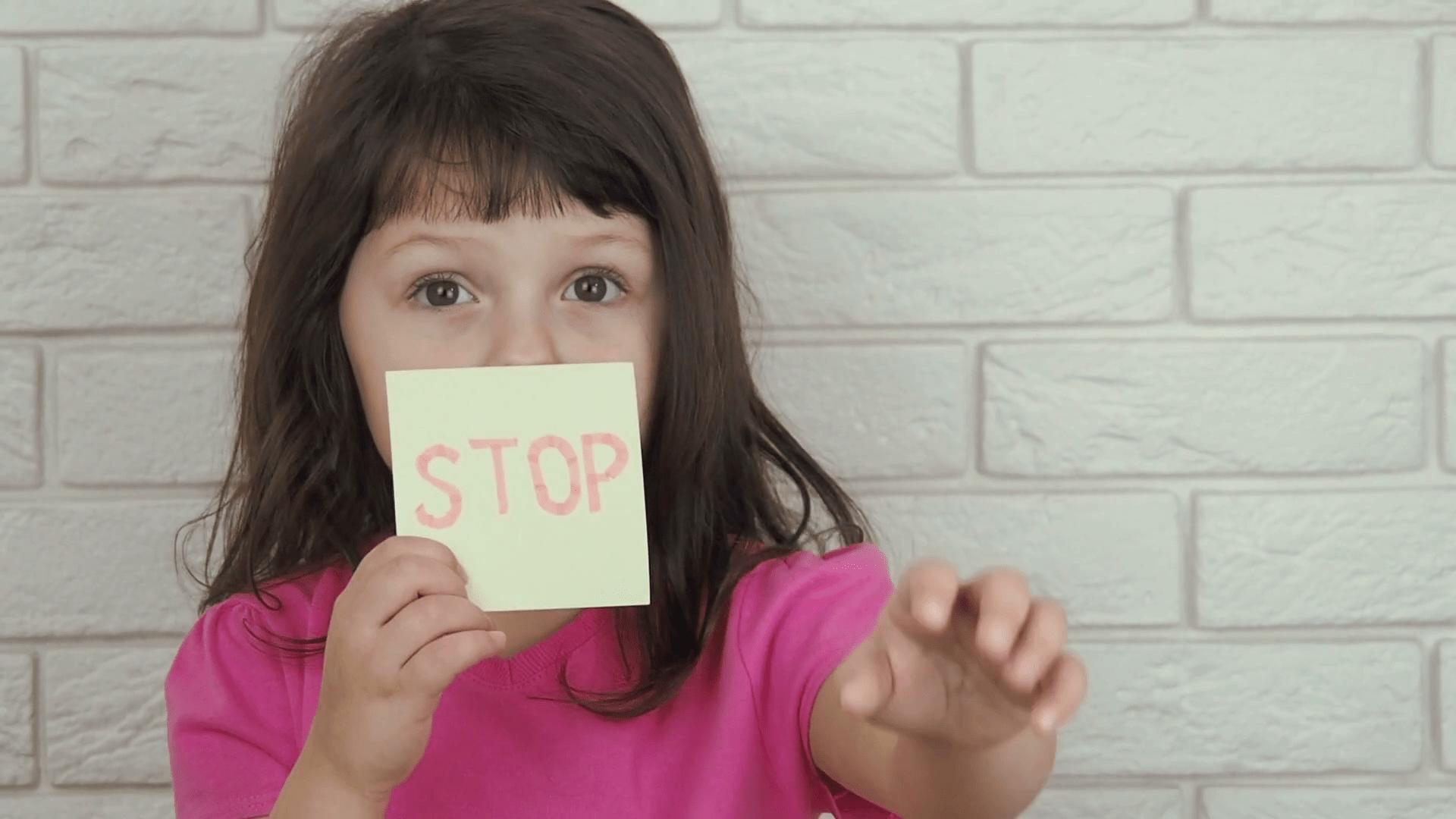 Le violenze sulle bambine spesso avvengono in ambito famigliare